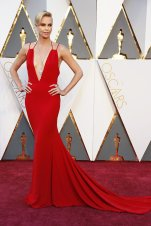 oscars-red-carpet-2417-charlize-theron-superJumbo-v2