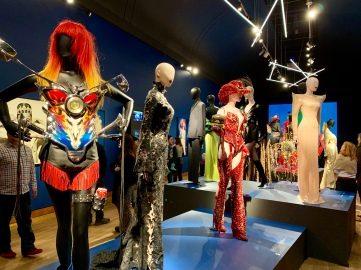 thierry-mugler-exhibit_32729130067_o